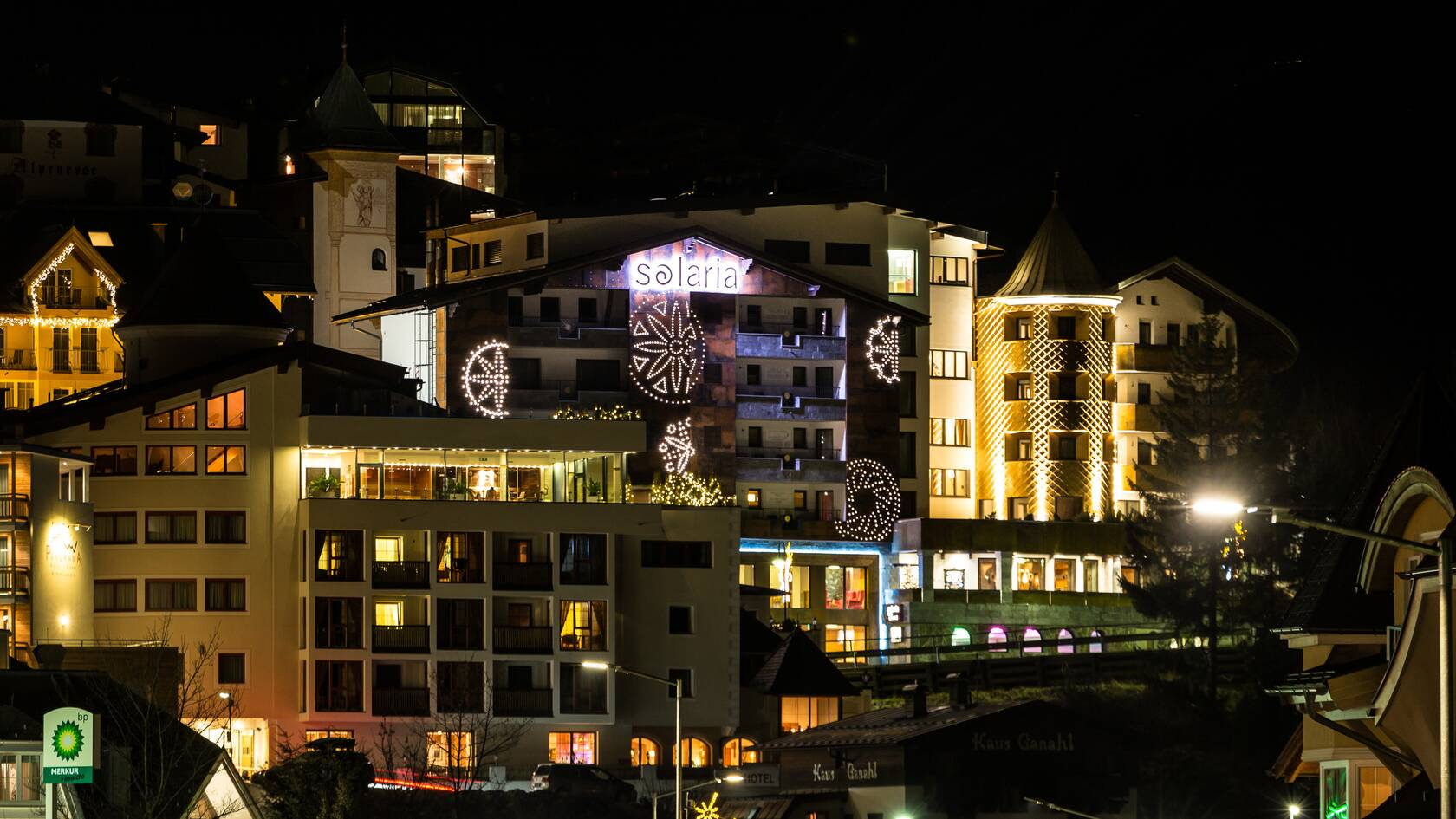 hotel solaria ischgl at night